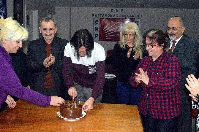 CHP Kadın Kollarından Ödül Alan Gazeteciye Jest