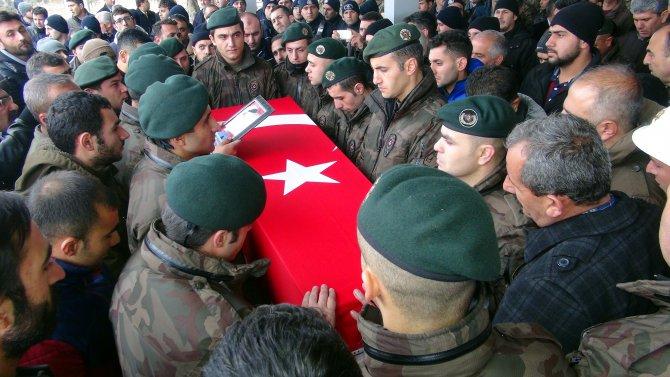 Şehit polisi meslektaşları tekbirlerle uğurladı