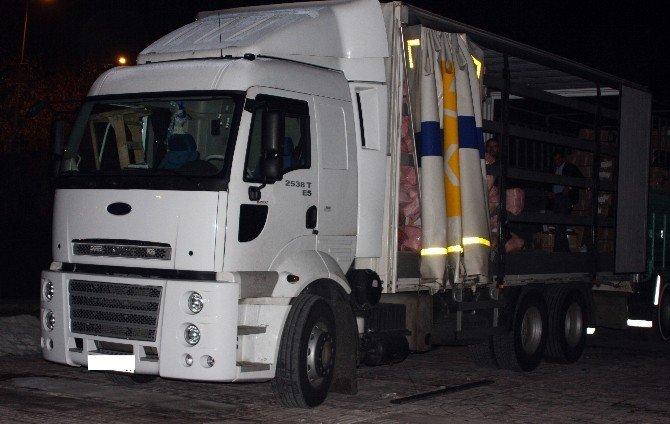Elazığ Polisinden Kargo Aracına Kaçak Sigara Baskını