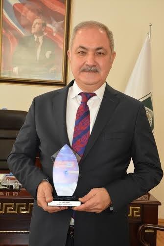 Osmaniye Belediyesine en iyi hizmet binası ödülü