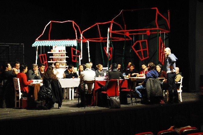 """Şehir Tiyatroları """"Ağır Roman"""" Adlı Oyunun Provalarına Başladı"""