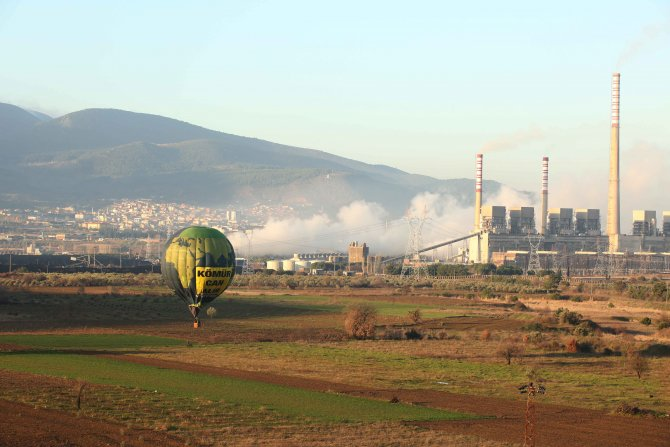 Greenpeace Soma'da hava kirliliğine karşı balonlu eylem yaptı