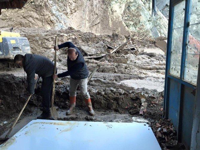 İnebolu'da Heyelanın Yaraları Sarılmaya Çalışılıyor