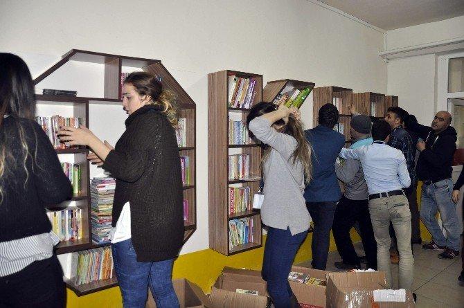 İstanbul Gelişim Üniversitesinde Köy Okuluna Koridor Kütüphane