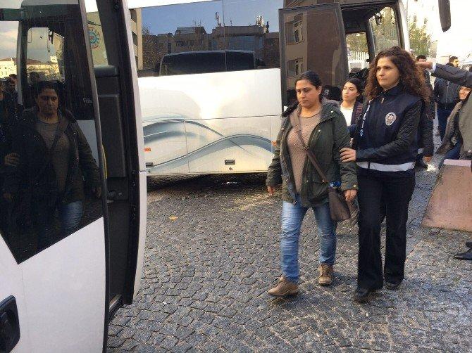 Terör Propagandası Suçlamasıyla 24 HDP'li Adliyeye Sevk Edildi