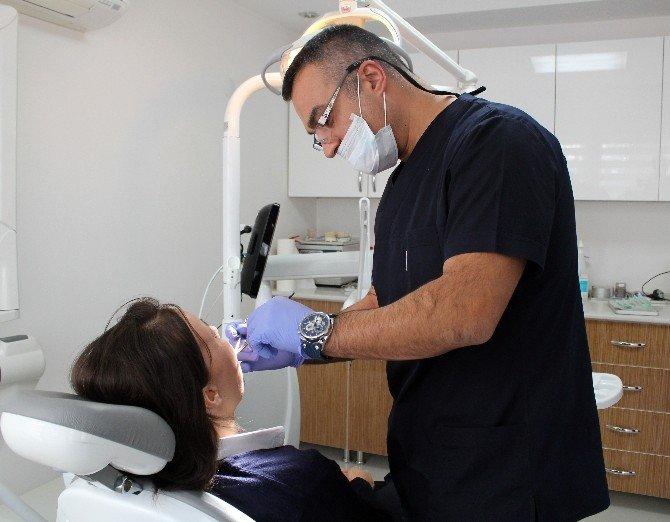 Yürekli Diş Hekiminden Duygulandıran Hizmet