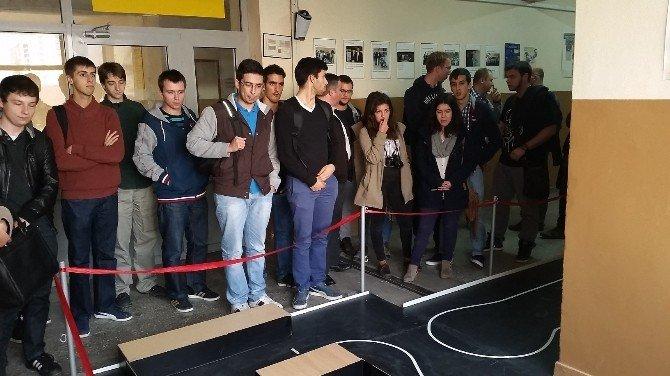 Çek Cumhuriyeti Ve Portekiz Den Gelen Üniversiteli Öğrencilere Kayserili Gençler Robot Eğitimi Verdi