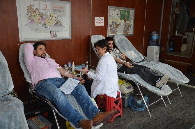 112 Ekipleri Kan Bağışında