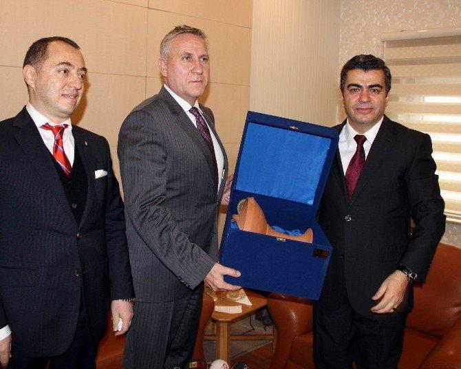 Osmanlı İmparatoru Kanuni Sultan Süleyman'ın Macaristan'daki İç Orgalarının Defnedildiği Türbe Ortaya Çıkıyor