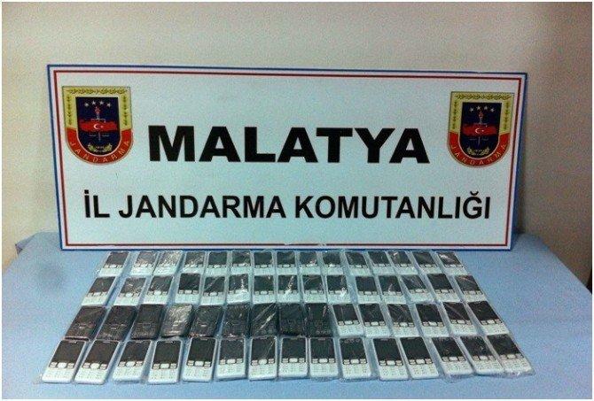 Malatya'da Kaçak Sigara Ve Cep Telefonu Yakalandı