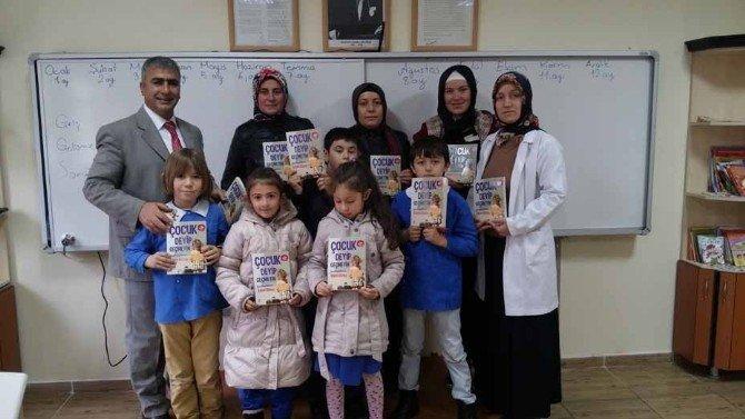 Okullarda 'Annem Benim İçin Okuyor' Projesi