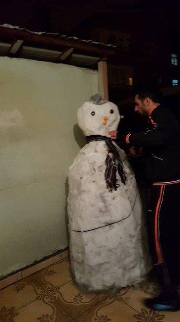 Hareketli Kardan Adamla Eğlenceli Vakit