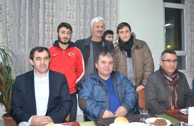 Halterin Efsane İsmi Süleymanoğlu, Atatürk Erkek Yetiştirme Yurdu'nu Ziyaret Etti