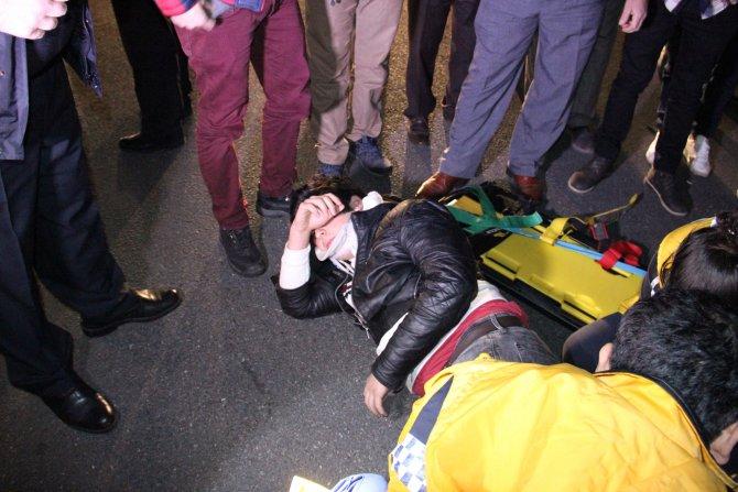Karşıdan karşıya geçmek isteyen lise öğrencisine motosiklet çarptı