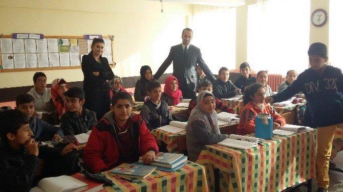 İlköğretim Öğrencileri Suriyelilere Yardım Etti