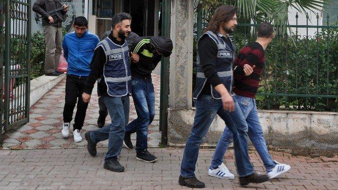 Antalya'da Hırsızlık Zanlısı 4 Kişi Yakalandı