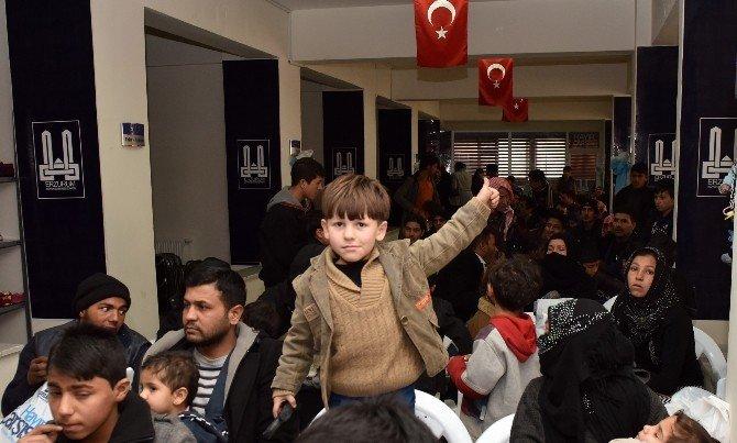 Başkan Sekmen'den Suriyelilere Yardım Eli