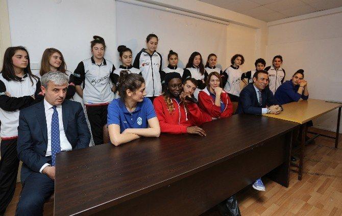 Canik Basketbol Sporcuları Öğrencilerle Buluştu