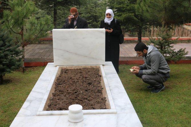 Şehit askerin mezarına 48 yıl sonra ailesinden ilk ziyaret
