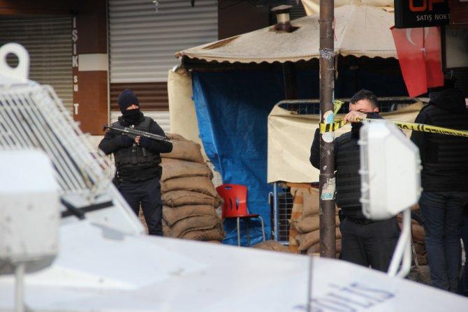 Sur'da yasak 2 saatliğine kalktı ama cenazeler alınamadı
