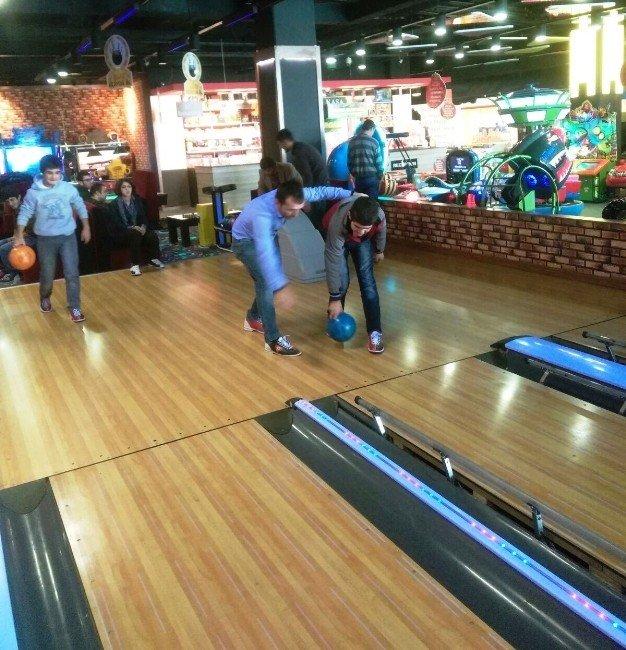 Engellilerin Bowling Heyecanı