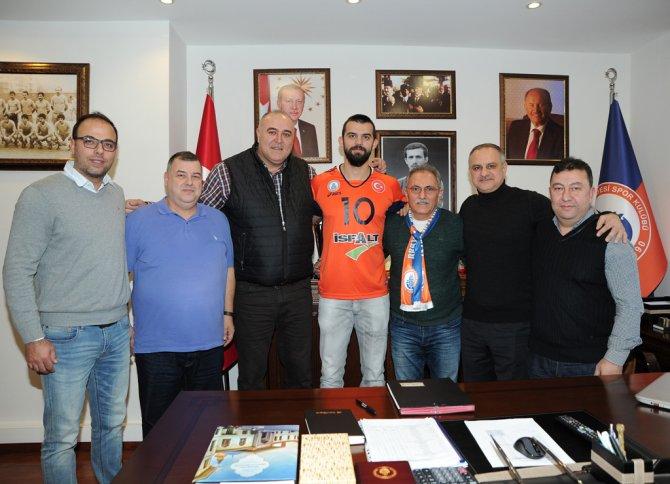 Pasör Arslan Ekşi, 1.5 yıllığına İBB'de