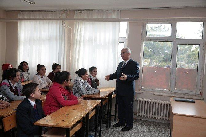Vali Tuna, Han İlçesinde Lise Öğrencileriyle Bir Araya Geldi