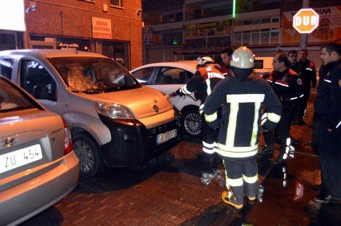 Ticari Araçta Çıkan Yangını İtfaiye Söndürdü