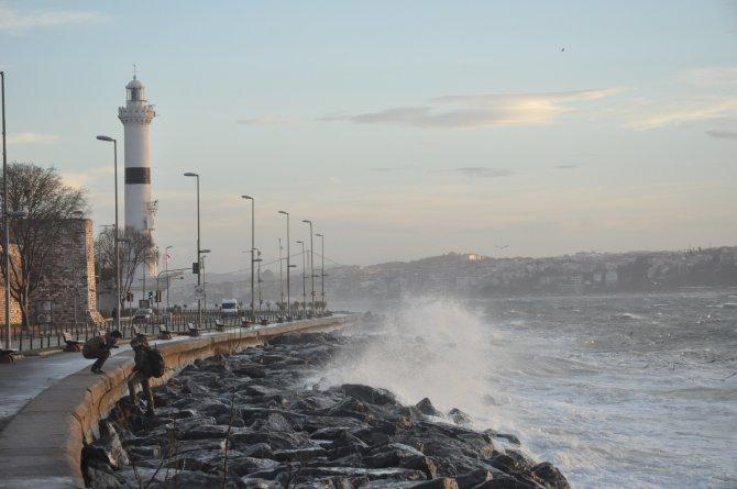 İstanbul'da kuvvetli lodos etkili oluyor