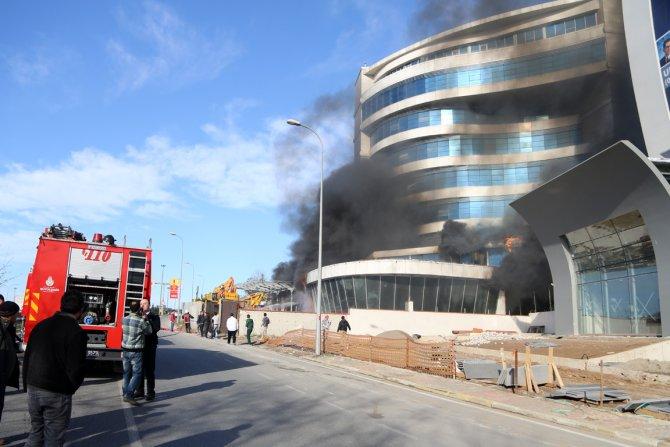 Otel yangınI kontrol altına alındı