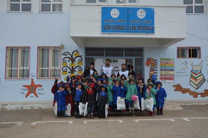 Şanlıurfa'da Öğrencilere Kışlık Giysi Dağıtıldı