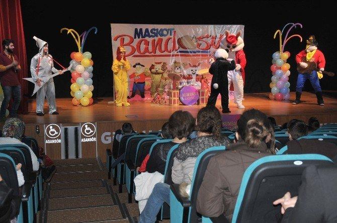 """Tiyatro Günleri'nde Minikler İçin """"Maskot Bandosu"""" Sahnelendi"""