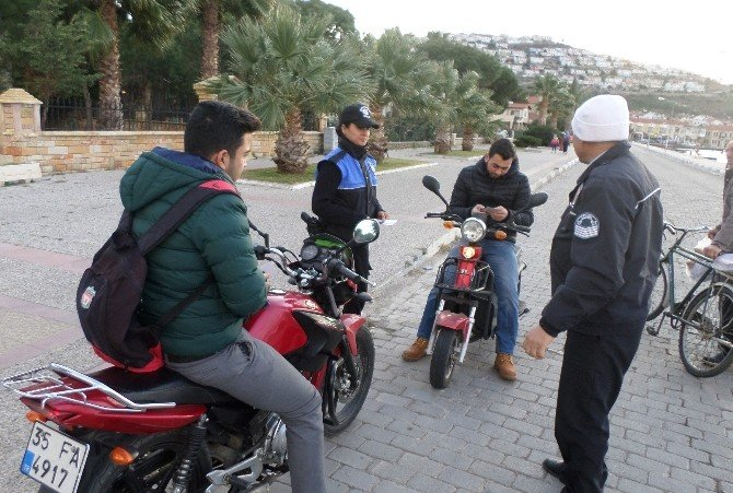 Foça Emniyeti Motosikletli Sürücüleri Uyardı