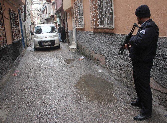 Okulun Önünden Kız Kaçırdı, Polisten Kaçamadı