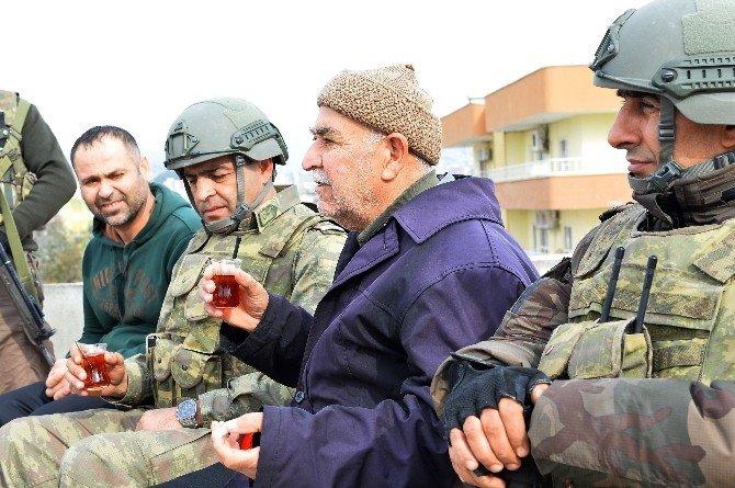 Şırnak Silopi'de Güvenlik Güçleri Vatandaşlara Yardım Dağıttı