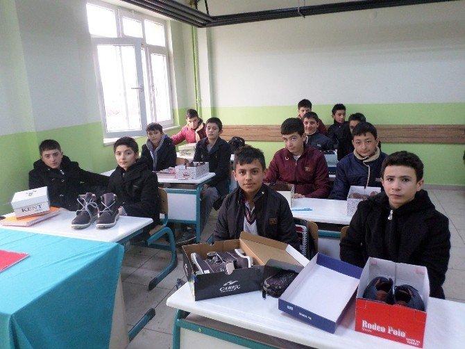 Sorgun'da 280 Öğrenciye 24 Bin TL Değerinde Giysi Yardımı