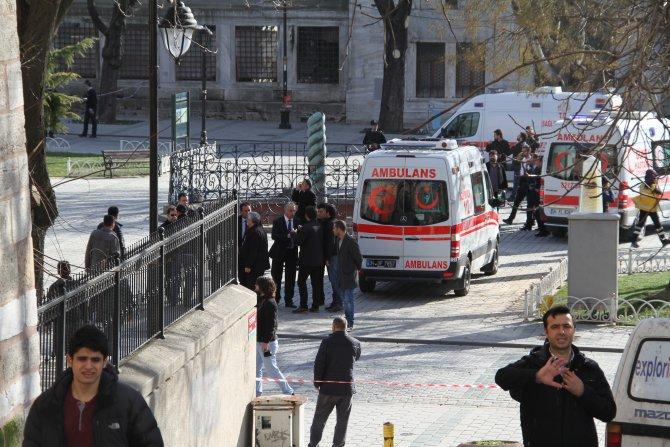 Sultanahmet'teki yaralılar hastanelere kaldırıldı
