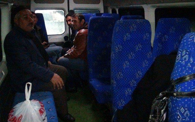 Tipi Ve Fırtınaya Yakalanan Köylüler Mahsur Kaldı