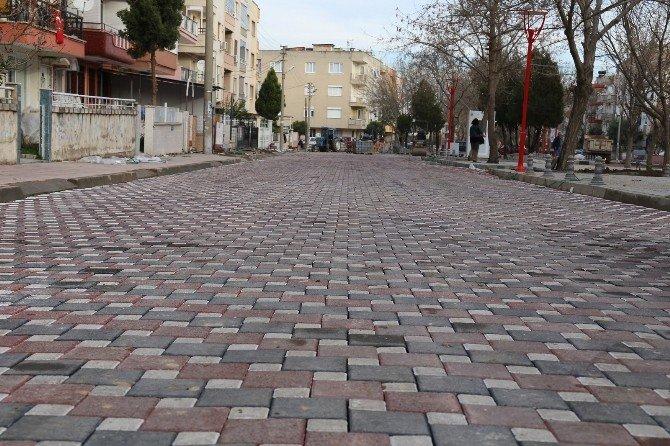 Gardalya Sokak Yeni Parkeleriyle Renkleniyor