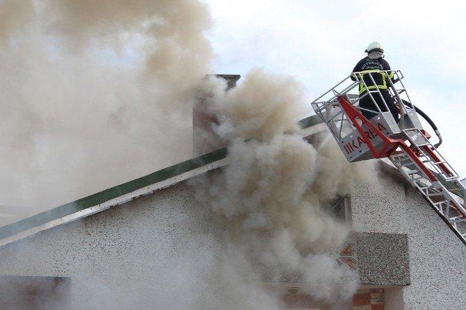 Ünye'de Çatı Yangını Korkuttu