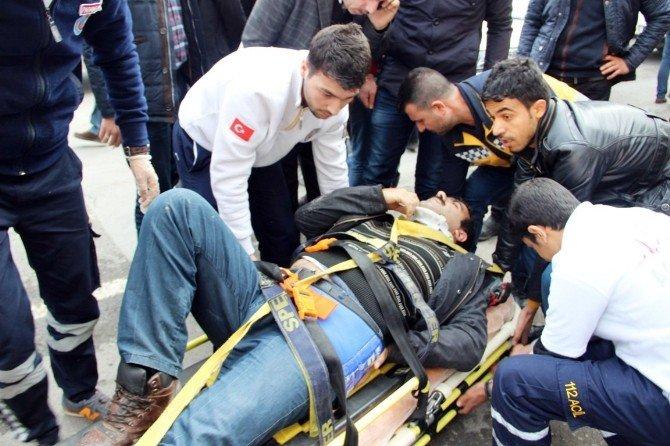 Belediye Otobüsünün Çarptığı Motosikletli Yaralandı