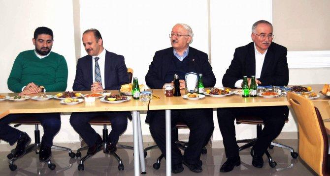 Yozgat'ta gazeteciler Özel Ergin'in yemeğinde bir araya geldi