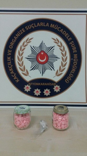 Afyonkarahisar'da Polis 472 Adet Ecstasy Hap Ve Esrar Ele Geçirdi