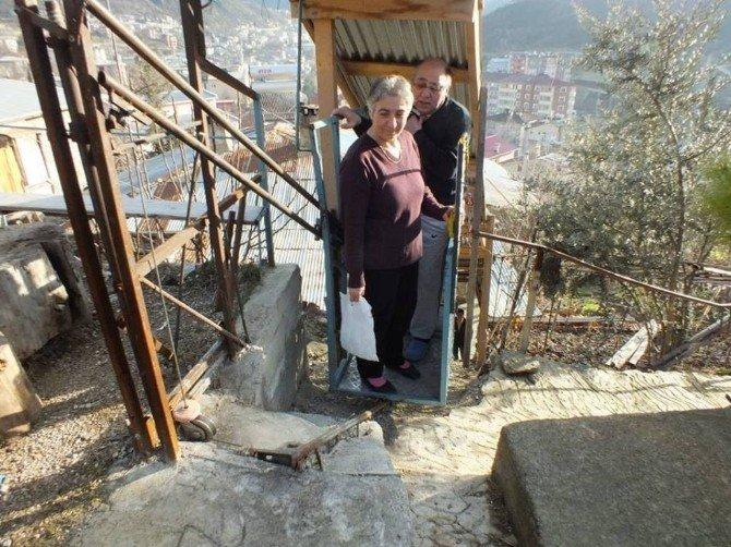 Engelleri Aşmak İçin Evine Asansör Sistemi Yaptı