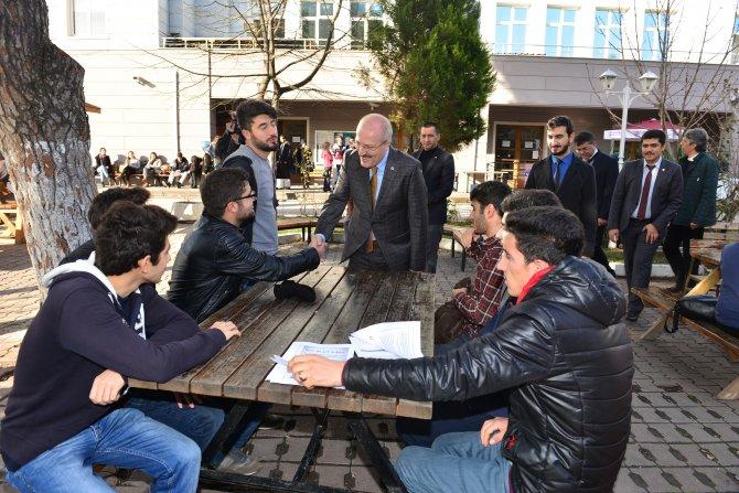 Altıeylül Belediyesi'den üniversite öğrencilerine çorba