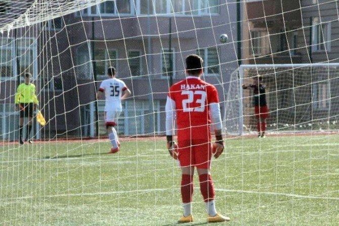Bilecikspor'un Kalecisi Hakan Dura'nın Tam 26 Maçtır Yedeği Yok