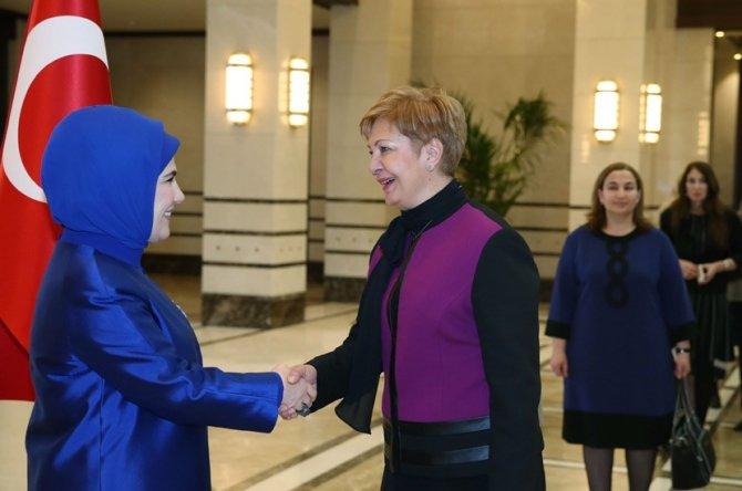 Emine Erdoğan, kadın büyükelçiler ve büyükelçi eşlerine sarayda yemek verdi