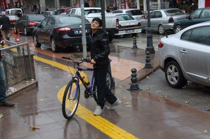 Cumhurbaşkanı Erdoğan'ın Yolunu Kesip Bisiklet İsteyen Arif, Bisikletine Kavuştu