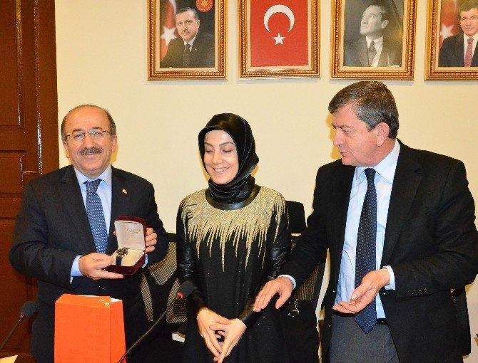 Başkan Gümrükçüoğlu, AK Parti İl Kadın Kolları Toplantısına Katıldı
