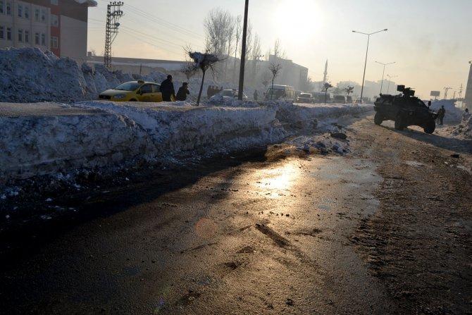 Yüksekova'da polis aracının geçişi sırasında patlama